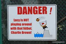 Lucy is NOT playing around with that fútbol, Charlie Brown!
